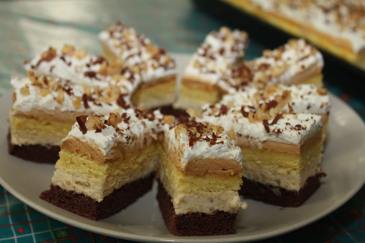 Karamelovo - orechový koláč, slávnostný koláč, pečenie, vianoce, plnky, torty