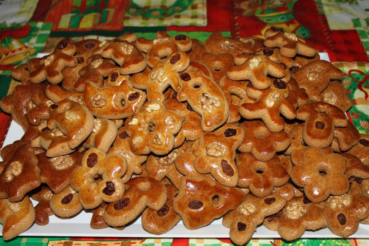 vianočné medovníčky, pečenie, koláče, plnky, orechové medovníky, cukrová bielková poleva, rýchle medovníčky