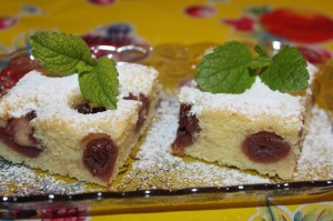 čerešňová bublanina, hrnčekový koláč, rýchly koláč, koláč bez plnky, ovocný koláč