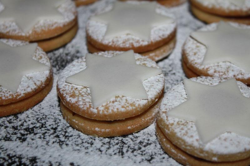 Orechovo marcipánové kolieska, sladký život, orechové kolieska, orechové tortičky, tortičky plnené lekvárom